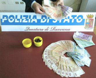 Mezzo kg di eroina nel sedile dell 39 auto euro in contanti a casa due arresti - Soldi contanti a casa ...
