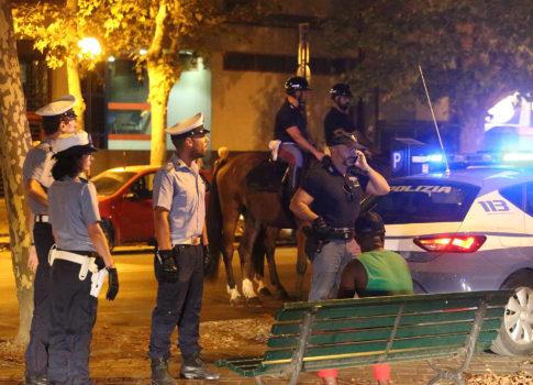 RAVENNA 07/08/17. POLIZIA E POLIZIA MUNICIPALE, CONTROLLI AI GIARDINI SPEYER