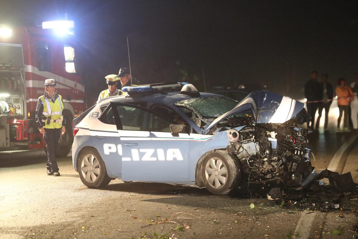 Tragedia a Ravenna: due poliziotti muoiono in un incidente