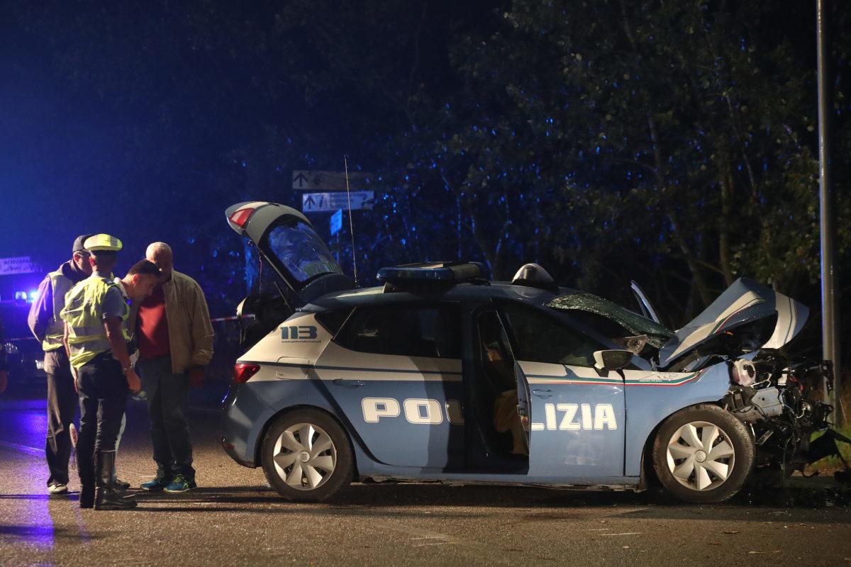 Ravenna. Auto contro un albero, morti sul colpo due poliziotti