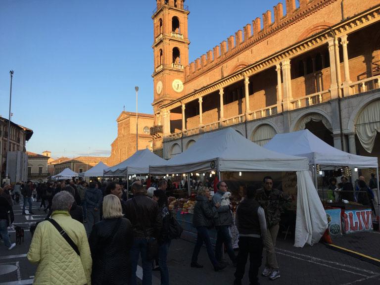 A faenza per due giorni le bancarelle con i prodotti for Prodotti tipici roma