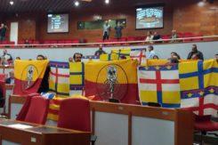 I consiglieri leghisti con la bandiera della Catalogna e della Romagna