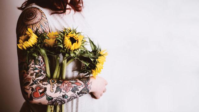 Annie Spratt, Tattoo & sunflower