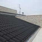 Il tetto in coppi neri