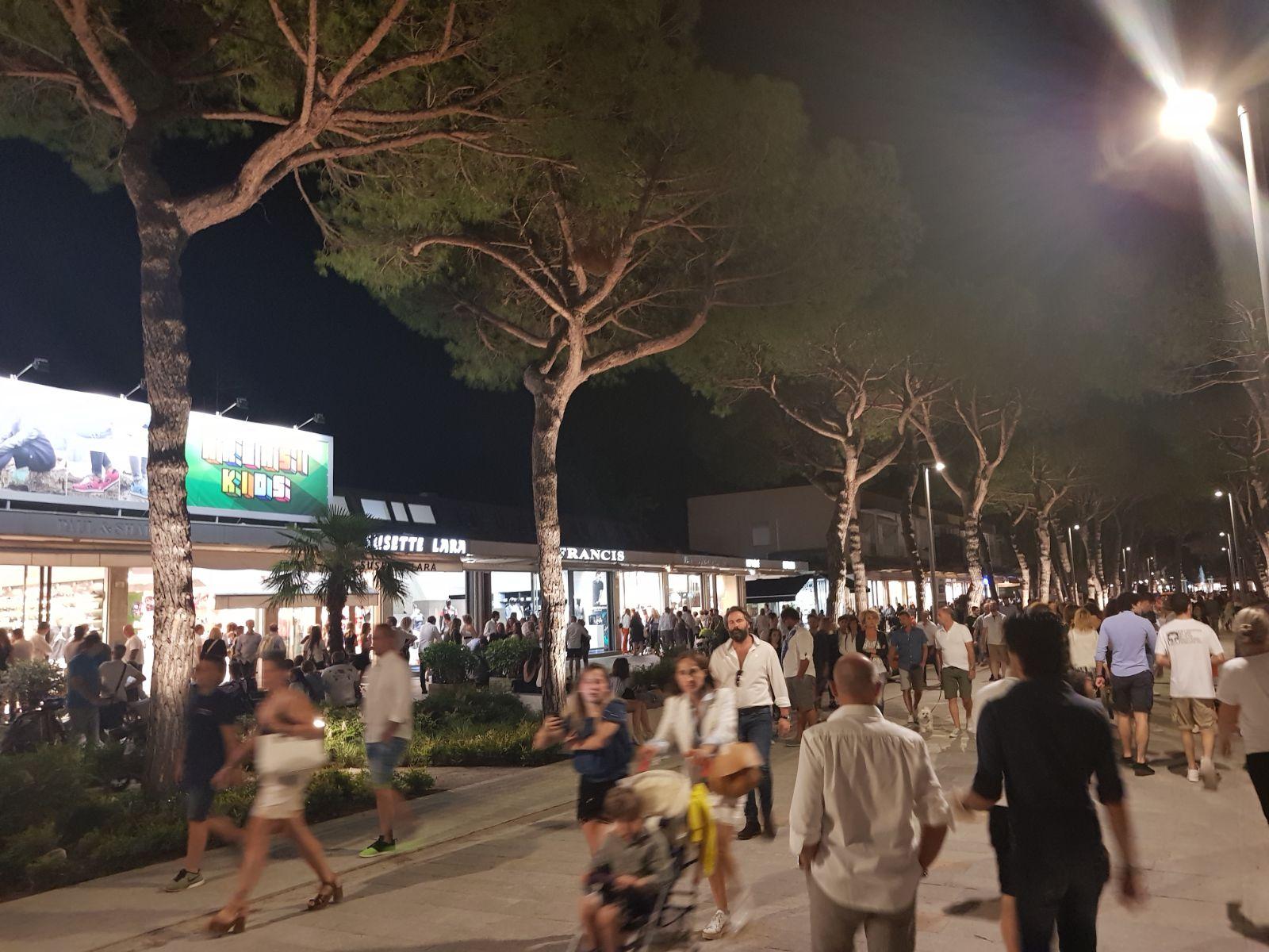 Pi vigili a piedi la sera a milano marittima per un for Costo della casa di 1500 piedi quadrati