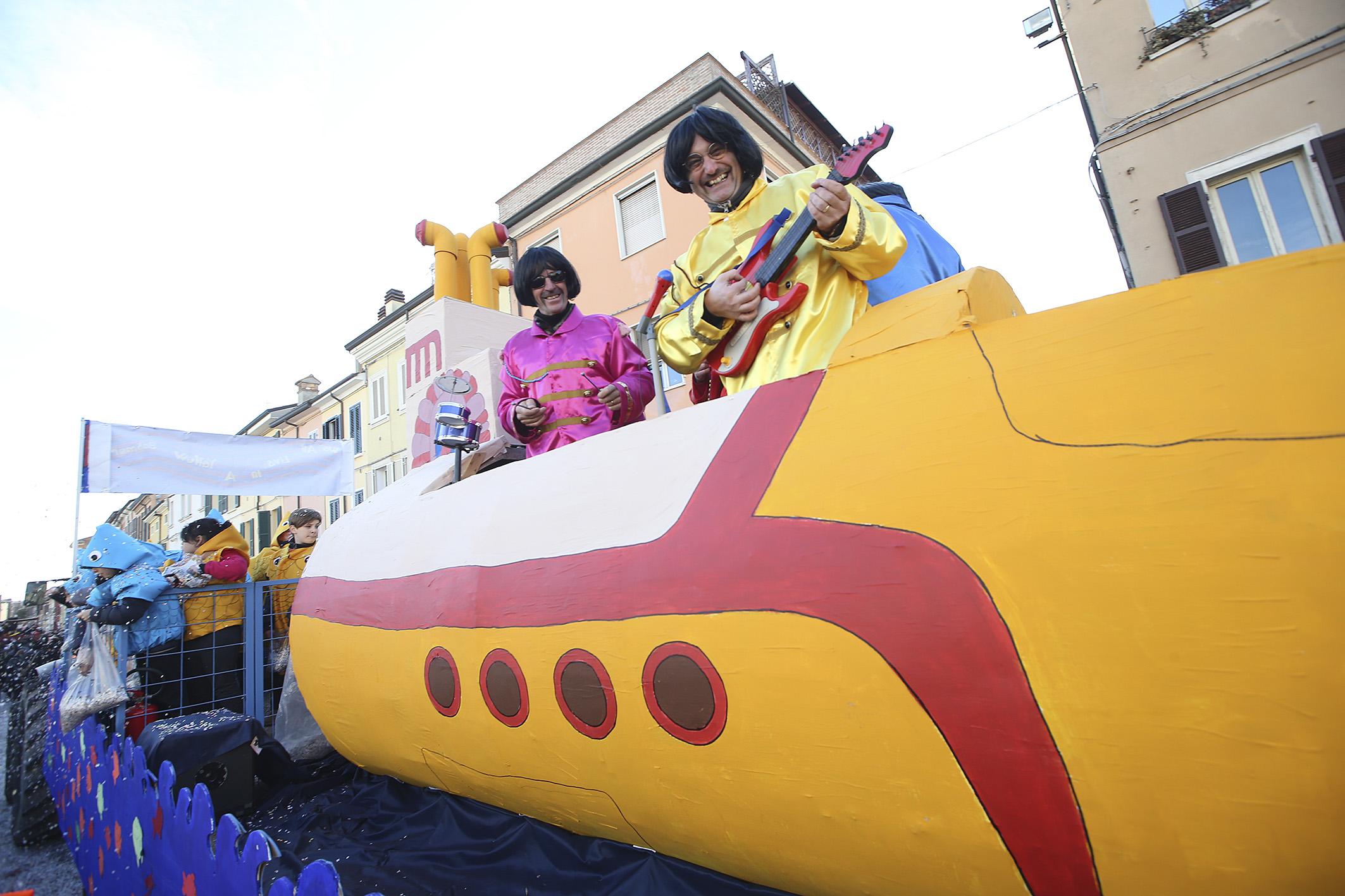 Il Carnevale Dei Ragazzi Colora Le Vie Del Centro Le Foto Più Belle