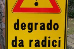 Cartello 'degrado Da Radici'