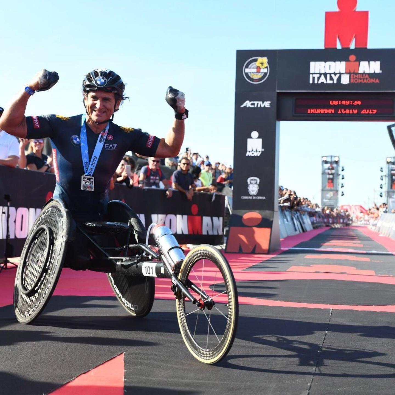 Standing ovation per Alex Zanardi, ancora da record all'Ironman di ...
