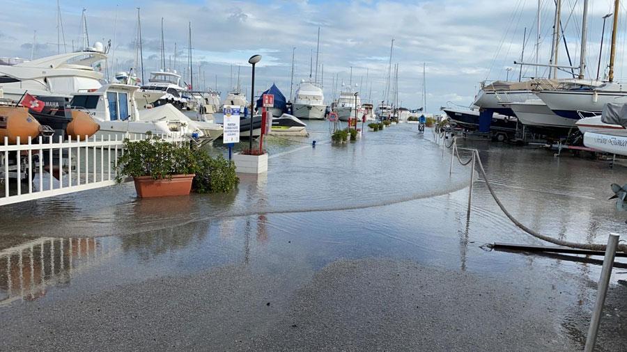 Maltempo, allagato il porto turistico di Cervia - Ravenna e Dintorni