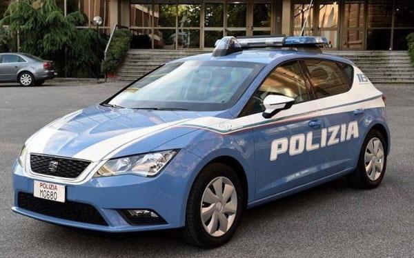 Nuove auto consegnate in questura a servizio della squadra for Polizia di soggiorno