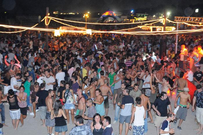 Svolta al mare: feste in spiaggia anche tutti i giorni e bagni ...